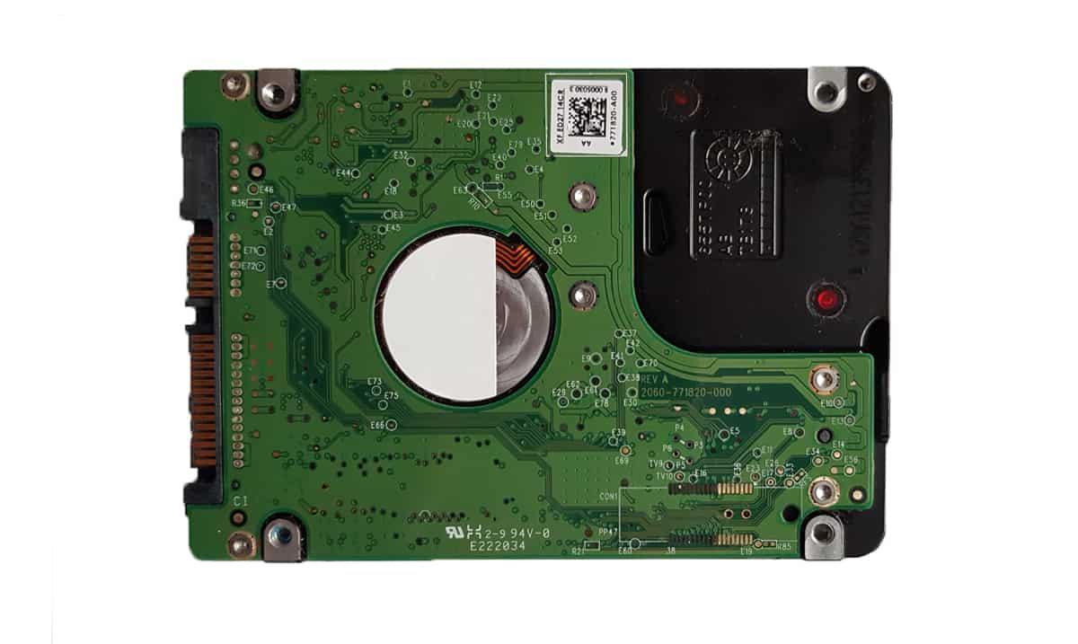 zdjęcie elektronik w dysku twardym talerzowym HDD 2,5'