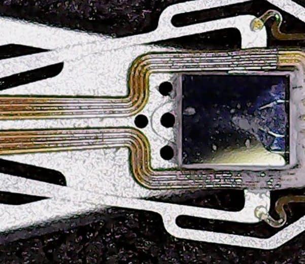 uszkodzona głowica dysku talerzowego HDD